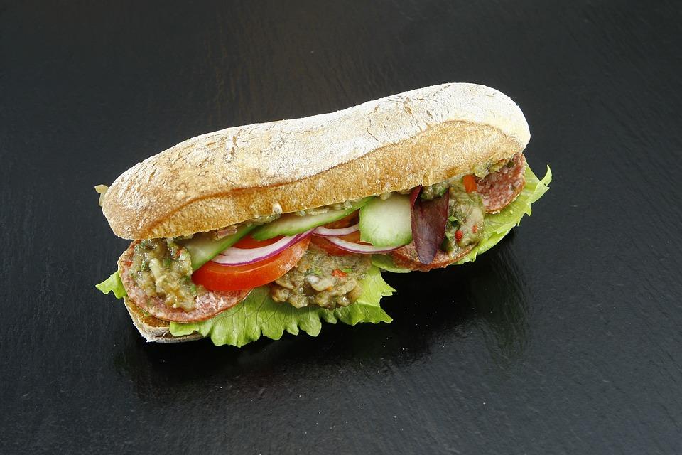 Sandwich, Salchicha, Pepino, Cebolla, Tomate, Comida