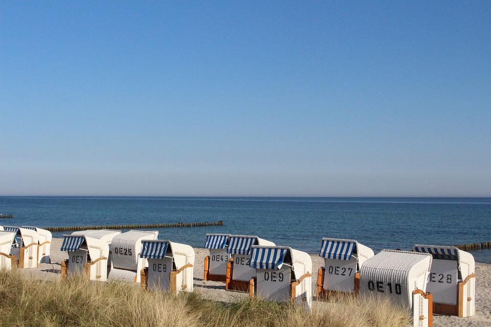 Strandkorb am strand  Kostenloses Foto: Ostsee, Strandkorb, Himmel, Strand - Kostenloses ...