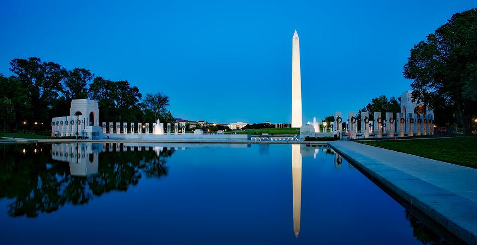 A picture of the Washington Monument lit up at night