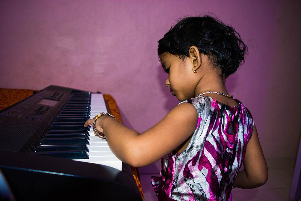 Linda Garota Tocando Piano, Garotinha, Piano, Filho