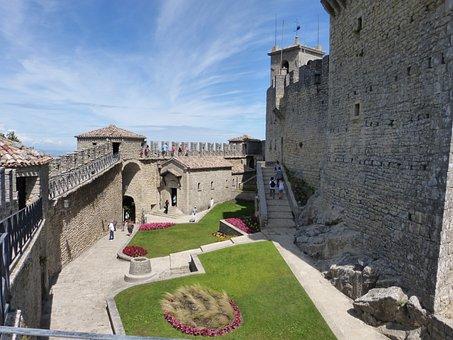 San Marino, Castle, Architecture