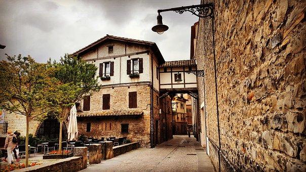 Qué ver qué hacer en Pamplona, Fachada casa del pueblo Redín Navarra