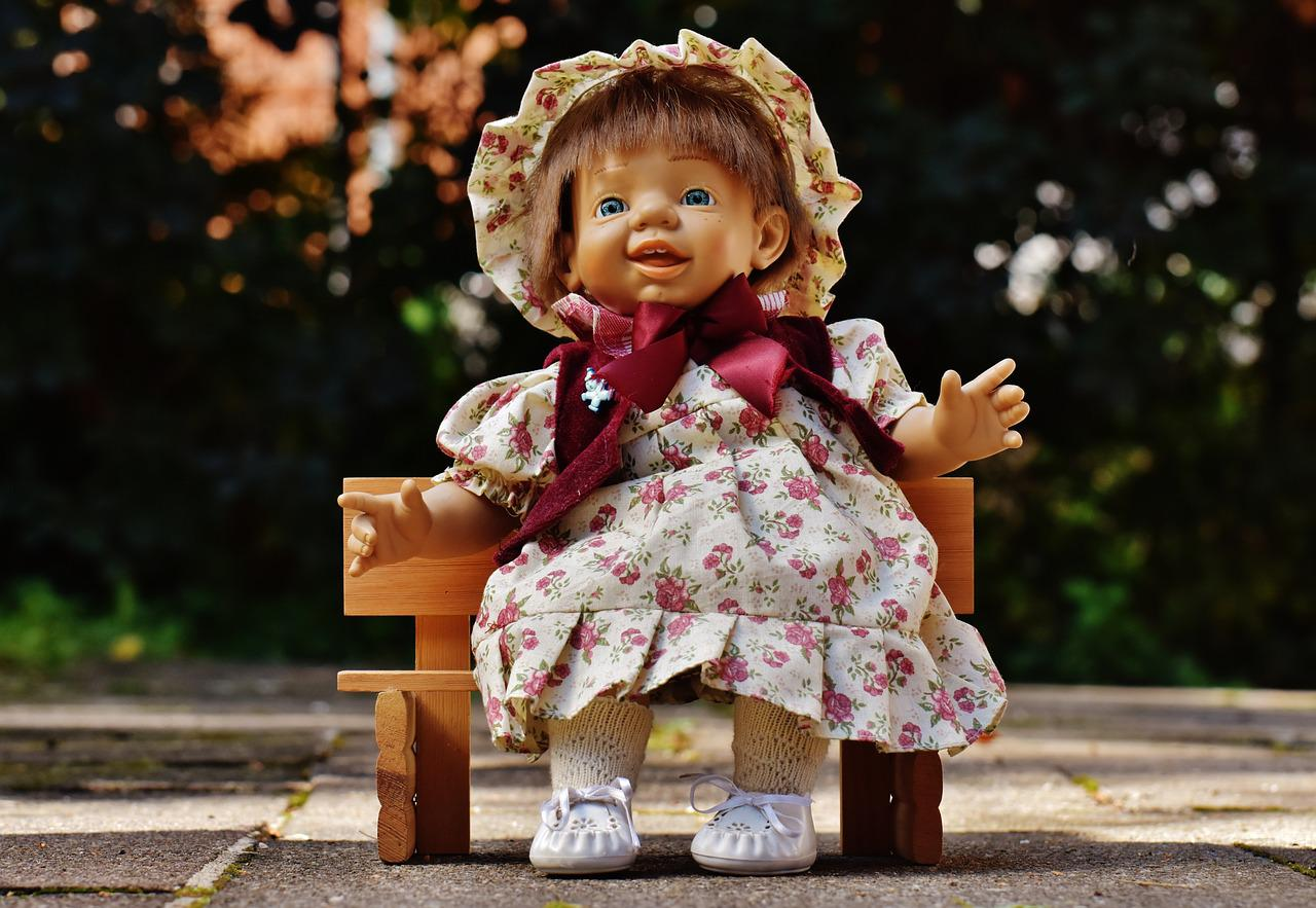 Картинка кукла смеется