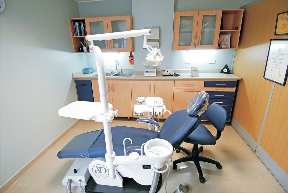 Стоматологические профессии: что делает зубной врач, стоматолог, ортопед, ортодонт