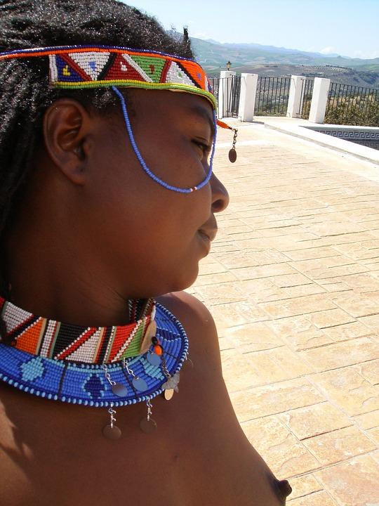 Ebony kauneus alaston kuvia