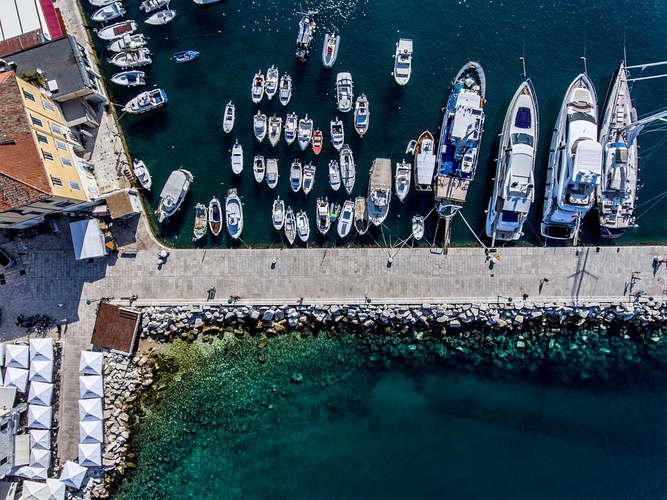 左舷、ボート、港のボート、アンカレッジ、海、青