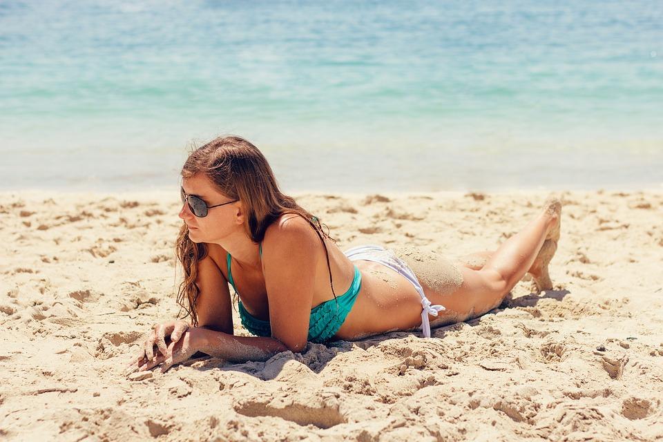 Лето солнце пляж бикини