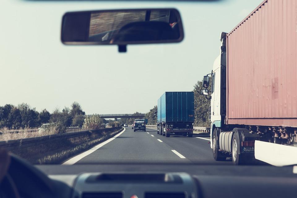 Carretera, Barreras De Contención, Vehículos, Pkw