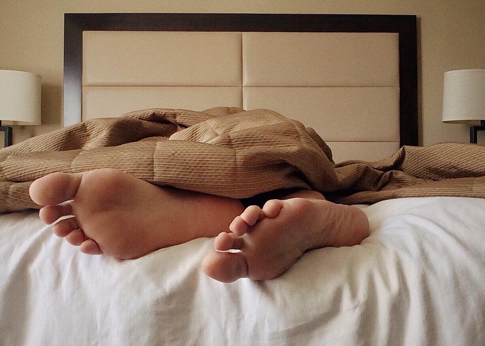 sleep bed feet toes dream
