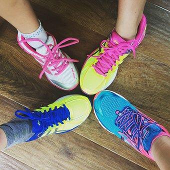 トレーナー, 実行している, 靴, 足, スポーツ, 色, 家族, 茶色の走行