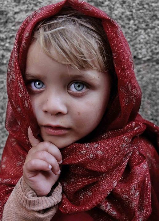 photo gratuite  yeux bleus  enfant  jeune fille