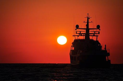 Pôr Do Sol Navio Silhueta Sol Verão Mar Ho