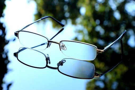 Atropin-Augentropfen bremsen Kurzsichtigkeit thumbnail