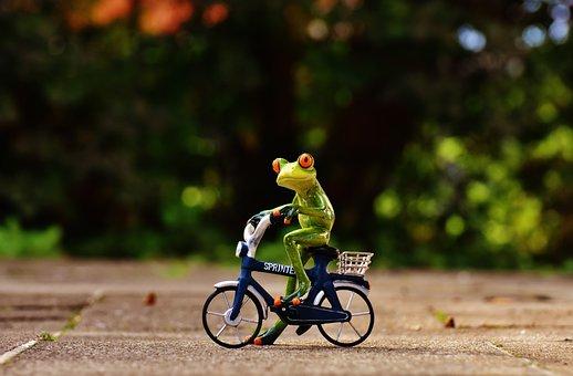 Mädchen nackt fahrrad fahren