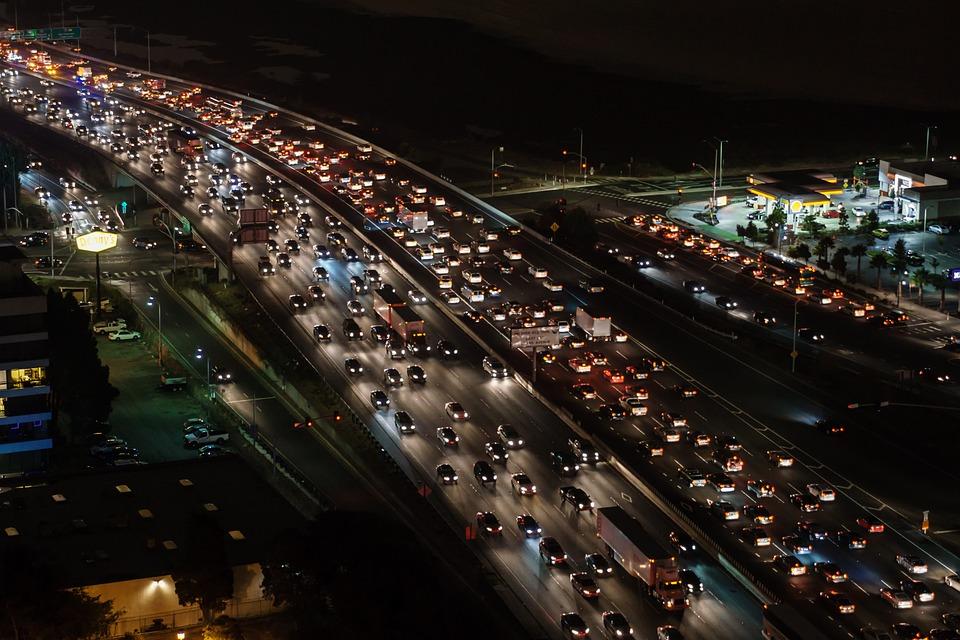 Embouteillages - Voiture - Bouchon - Encombré - Trafic - Périphérique - Heure de pointe - SchoolMouv - Géographie - CM2