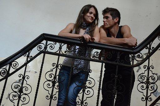Amour, Jeune Couple, Escalier