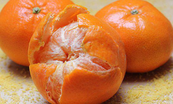 https://cdn.pixabay.com/photo/2016/10/07/13/15/tangerines-1721545__340.jpg
