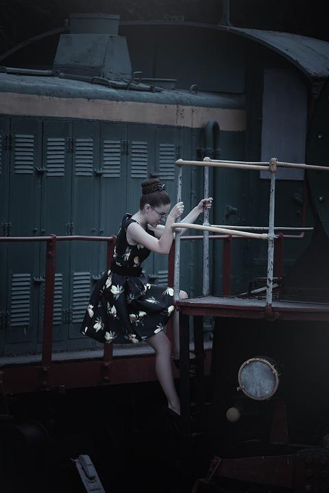 Пикаперы с девушкой на вокзале скачать бесплатно фото 618-238