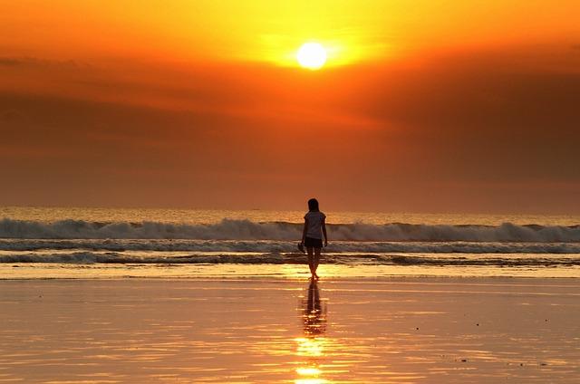 Sonnenuntergang frau strand kostenloses foto auf pixabay - Paroles j ai attrape un coup de soleil ...