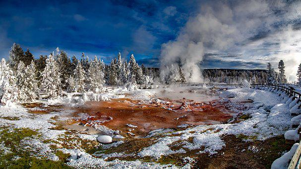 Yellowstone National Park Wyoming Tourism