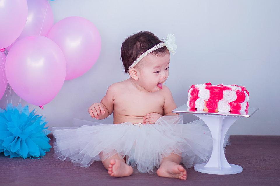 Top Cutest Baby Accounts To Follow On Instagram ABCKidsINC - Playful newborn photoshoot with dad might be the cutest thing ever