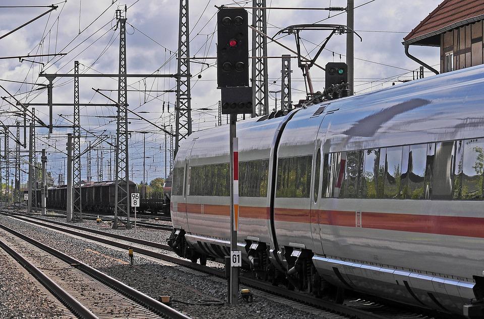 Eisenbahn, Bahnhof, Ausfahrt, Signale, Grünlicht