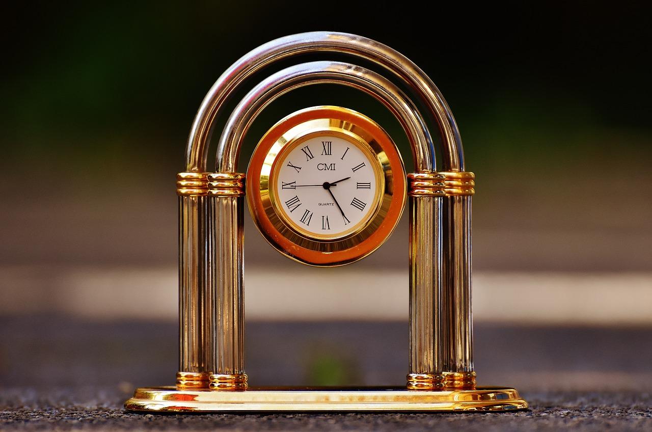 часы на фотографии пожалуй, самый известный