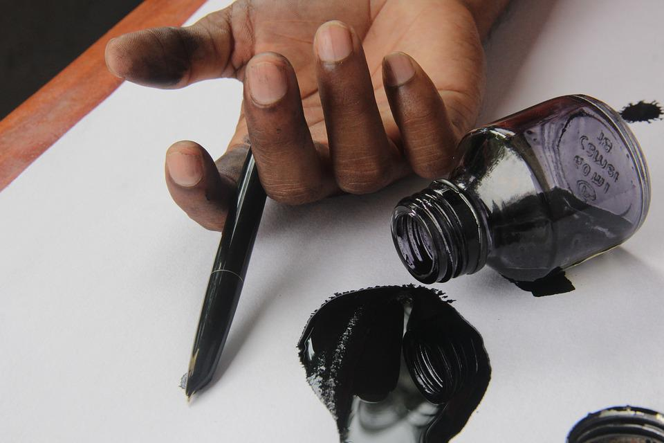 La Literatura, Corazón Roto, Pluma Y Tinta, Mano