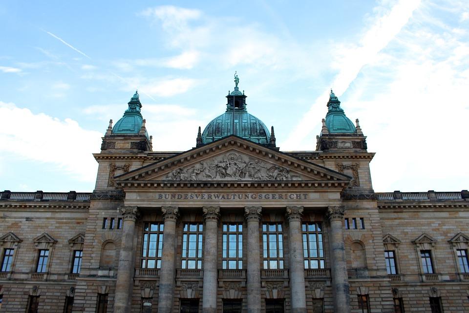 ライプツィヒ 最高行政裁判所 裁判所 ドイツ 空 青 建物 歴史的に 雲 代表 市 正義
