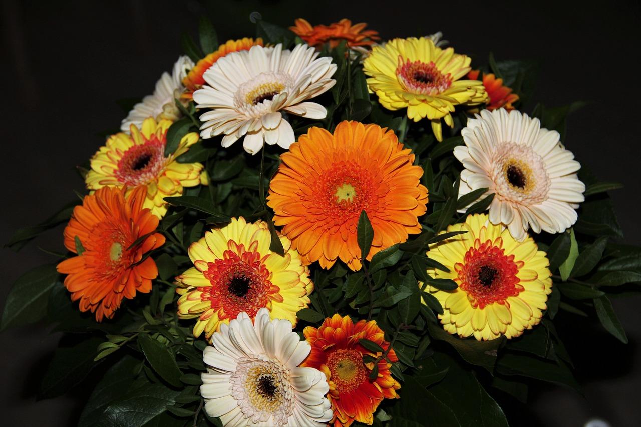 время фото букетов цветов герберов сочетании