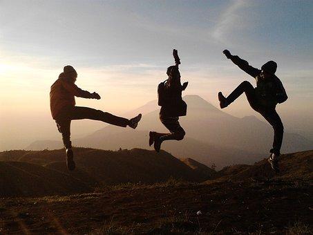 楽しむ, 休日, 友情, ジャンプ, 日没, 十代の若者たち, 幸せ, 風景