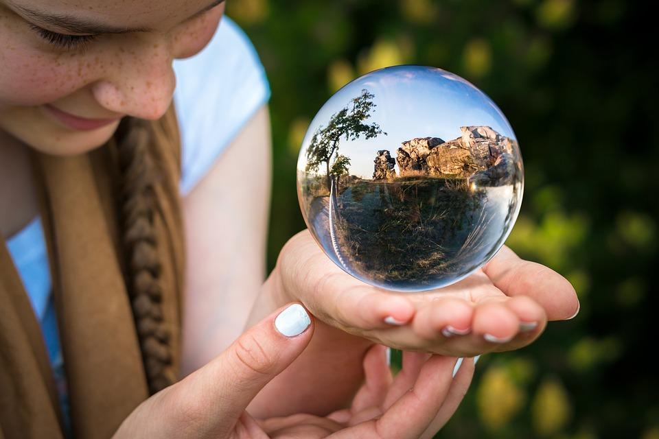ガラス玉, 占い師, 手, フォワード, 指, パーム, 占い, 料金, 地球の画像, ボール, 女の子