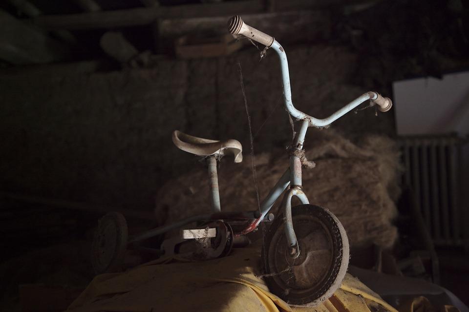 Tricycle, Vieux, Toiles D'Araignée, Grenier, Côté