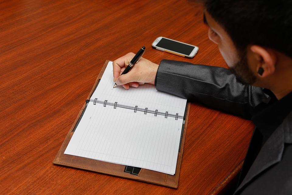 Как грамотно написать автобиографию: требования, особенности и советы
