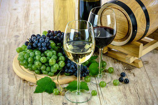 Two Types Of Wine White Wine Glass Grapes