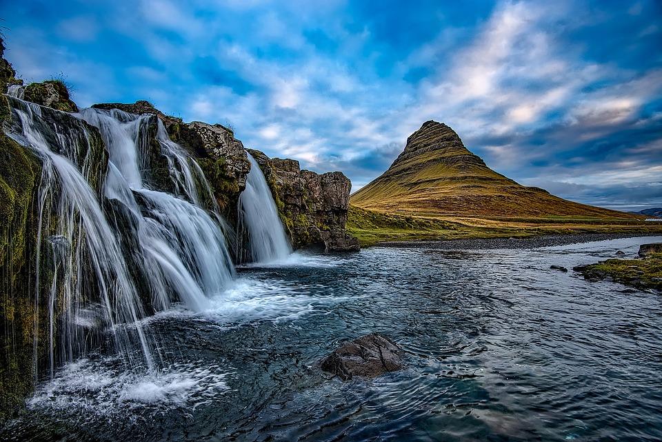 Kirkjufellsfoss and Mount Kirkjufell in the backdrop.