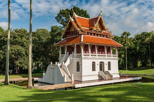 https://cdn.pixabay.com/photo/2016/10/25/13/23/buddhist-temple-complex-thailand-1768876__340.jpg