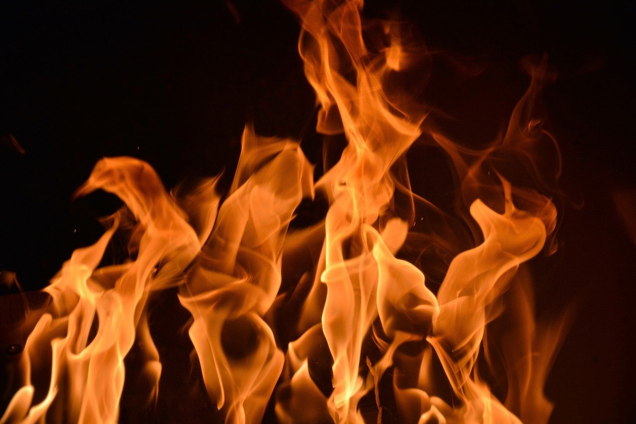 Картинка огня высокого разрешения разлагается