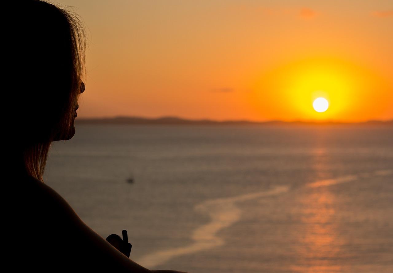 женщины на пляже с солнцем ночью любительские фото стало очень удобно