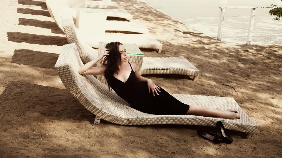 f10e5ec2d253 Pláž Čierne Šaty Móda · Fotografia zdarma na Pixabay