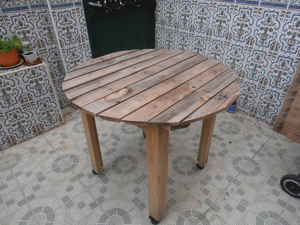 Table, Pallets, Wood, upcycled furniture, upcycling, upcycling ideas
