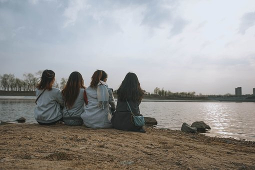 Friendly, Retro, Lake, Girls, Gossip