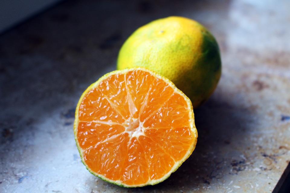 https://cdn.pixabay.com/photo/2016/11/04/21/21/green-tangerine-1798977_960_720.jpg