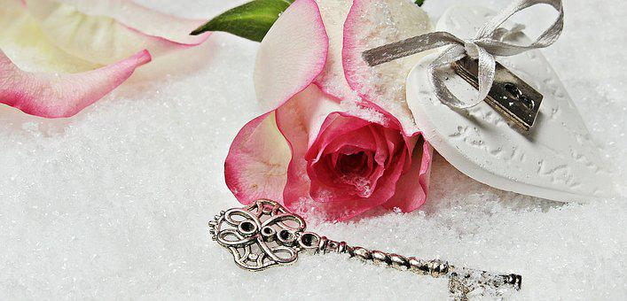 Heart, Key, Rose, Herzchen, Love,Know more about the days leading up to Valentine's day like Rose Day, Chocolate day and Anti-Valentine's day like break up day, slap day and more.