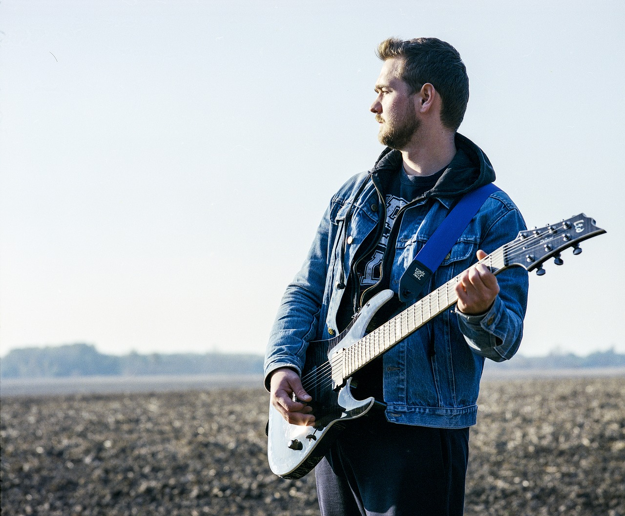 того, как фото мужчин с гитарой форме капсул, предназначенных