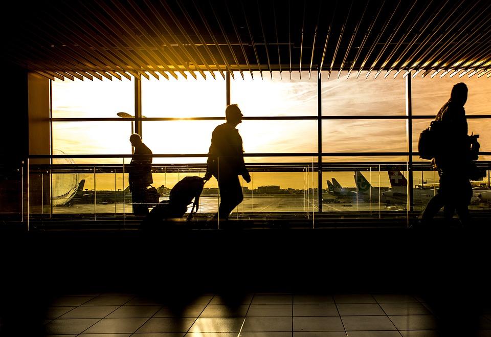 Aeropuerto, Hombre, De Viaje, Viajero, Pasajeros