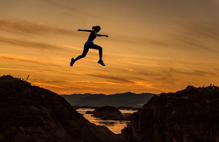 達成します, 女性, 女の子, 跳躍, 実行している, スポーツ, 陽気です