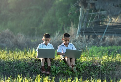 Children Study Of Laptop Vietnamese Thaila
