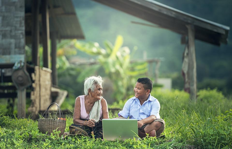 Nőivarú Nagyszülő, Gyerekek, Laptop, Myanmar, Burma