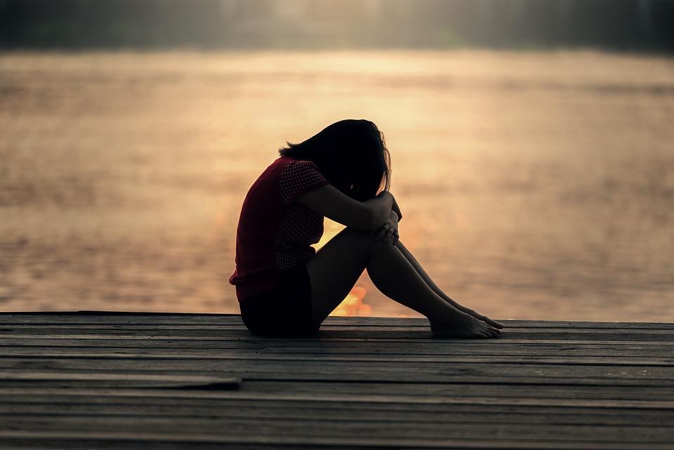 女の子, 座っている, 桟橋, ドック, 悲しい, 夜, 朝, 1 つ, 屋外, 物思いにふける, 人
